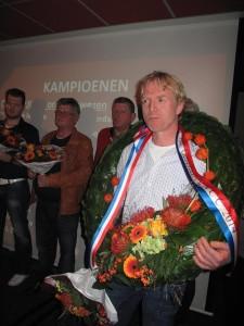 今年、バルセロナIN優勝、3位のヤレマ鳩舎だが、今年ヨーロッパカップ長距離部門1位を獲得した〝ロメイ〟でオランダ代表に見事選出。