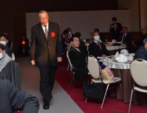 3度目の受賞にして初めて王者の証である「栄光のカーペット」の上を歩いた柴田茂昭氏。